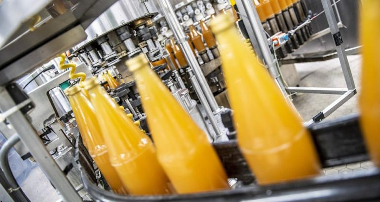 Fresh juice production with enzymatic sugar-reduction process