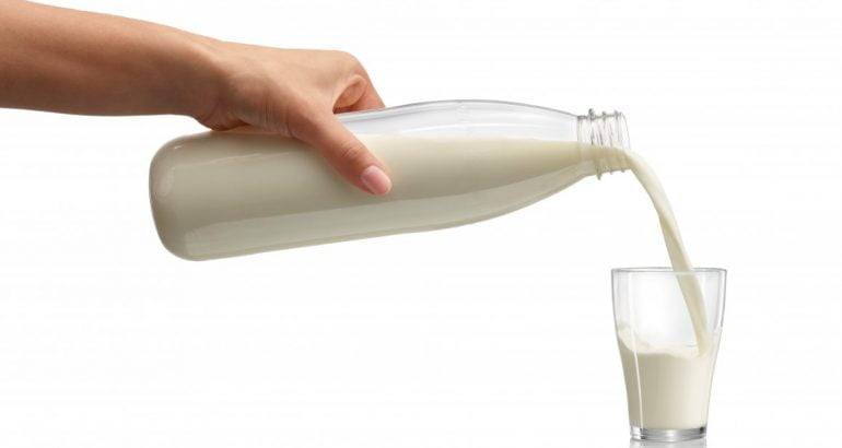 Returnable PET containers for sensitive beverages packaging